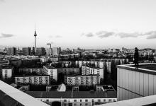 La mostra su Berlino a colpi di Instagram