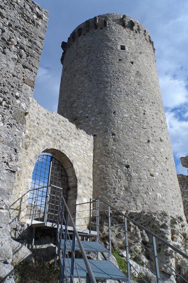 Castello di Roccapipirozzi, foto di P. Pulcini