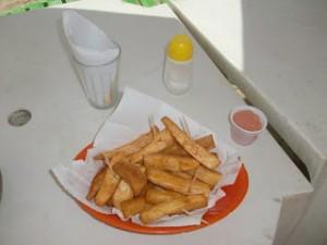 macaxeira (un tubero simile alla patata) fritta