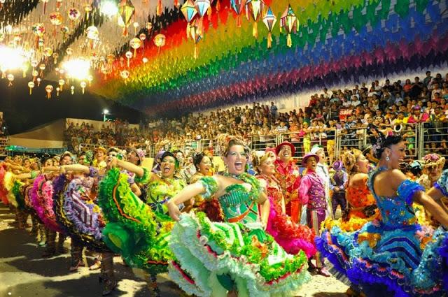 esibizione nell'Arena della festa junina