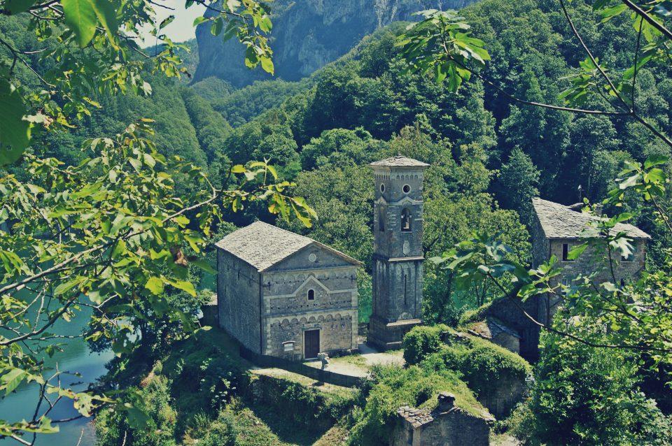 Garfagnana: Isola Santa e il suo antico borgo | Crescere Viaggiando