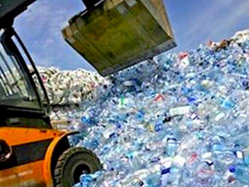 Bottiglie di plastica: Italia 1° in Europa con 9 miliardi all'anno!