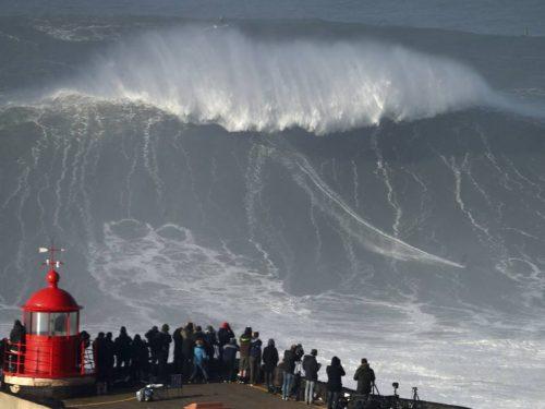 In Portogallo sta per iniziare la stagione delle onde giganti alte 30 metri