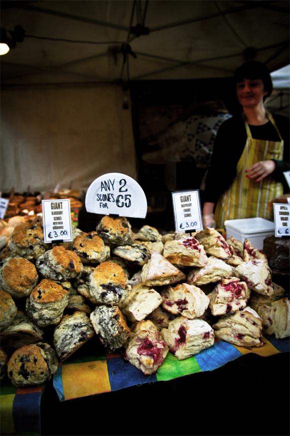 Muffin e non solo da mangiare con un buon te o caffè(foto Paolo Bergomi)