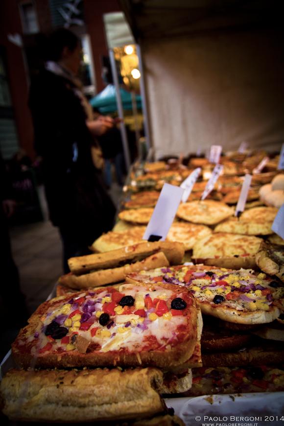Pizzette, focacce e C... al Temple Bar Food Market (foto Paolo Bergomi)