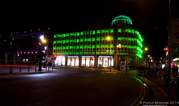 Greening the city . Stephen's Green Mall illuminato