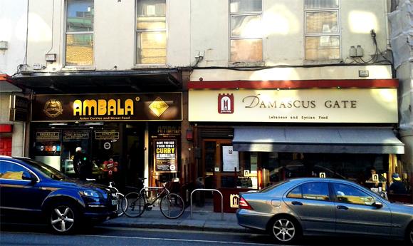Damascus Gate con a fianco il ristorante Ambala, a Camden