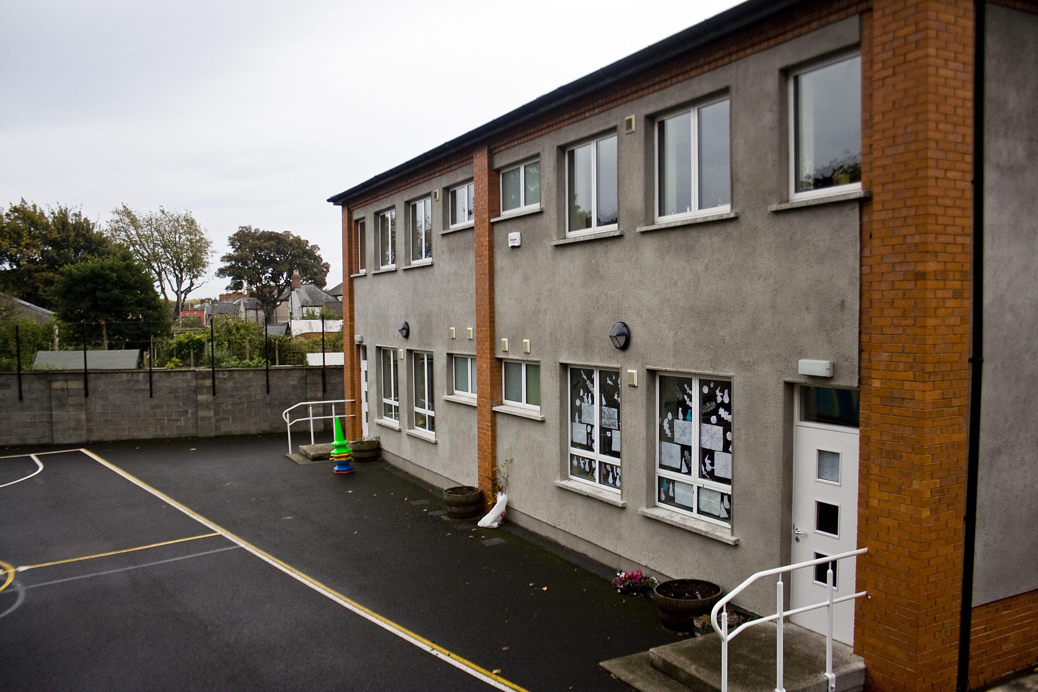Glasnevin primary school, scuola elementare: la scuola dove Bonovox ha fatto le classi elementari, da bambino, nel quartiere sempre a nord di dublino, di Glasnevin notare la struttura molto piccola tipica dei sobborghi di Dublino
