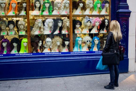 Dublino, famoso negozio di parrucche a King's street