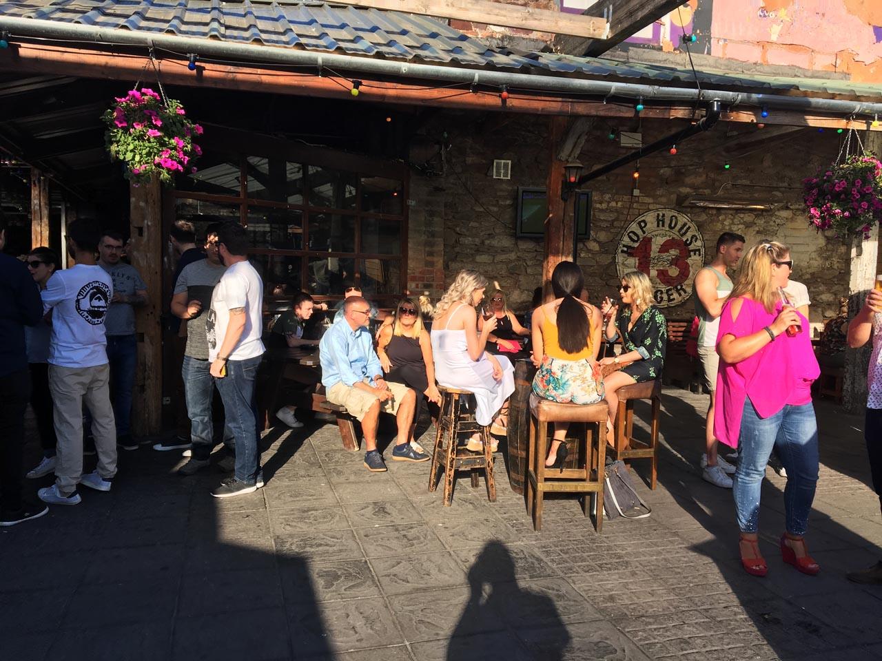 I beer garden hanno spopolato durante il caldo: qui siamo al Deep South., Cork, luglio 2018