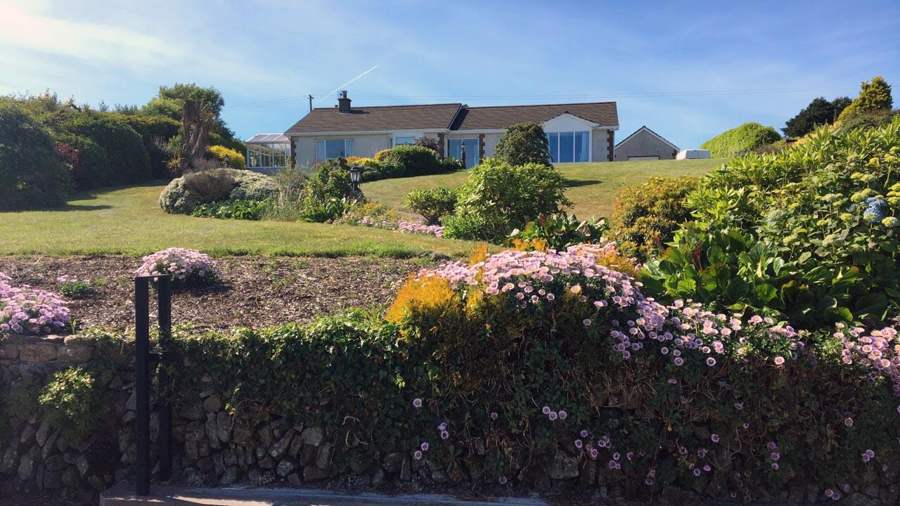 Una bella villa immersa nella campagna soleggiata a sud di Cork, luglio 2018