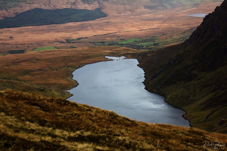 Panorama di uno dei piccoli laghi durante la salita