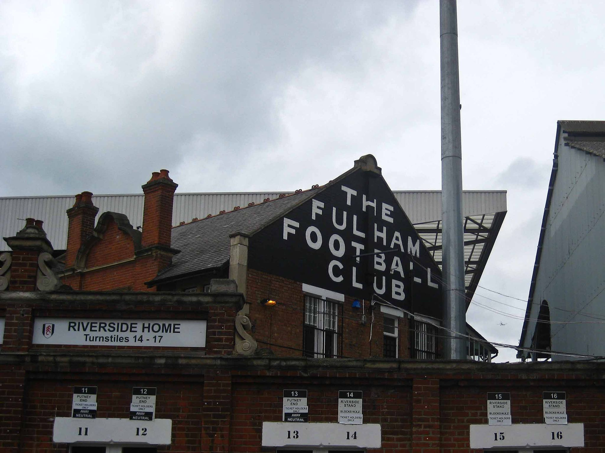 By Adam Stone (originally posted to Flickr as Craven Cottage) [CC-BY-2.0], via Wikimedia Commons
