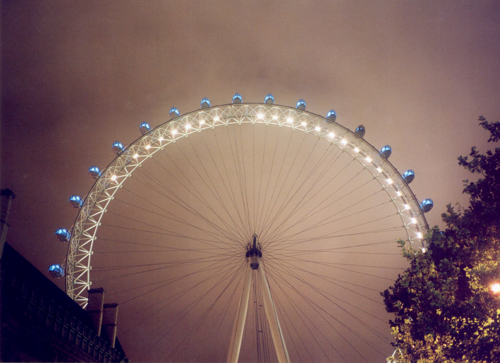 """London Eye Nacht"". Licensed under Creative Commons Attribution-Share Alike 3.0 via Wikimedia Commons - http://commons.wikimedia.org/wiki/File:London_Eye_Nacht.jpg#mediaviewer/File:London_Eye_Nacht.jpg"