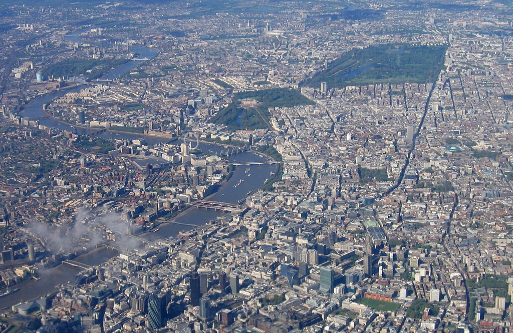 """""""IMG 0071 - England, London"""" by Andrew Bossi - Own work. Licensed under """" href=""""http://creativecommons.org/licenses/by-sa/3.0/"""">CC BY-SA 3.0 via Wikimedia Commons."""