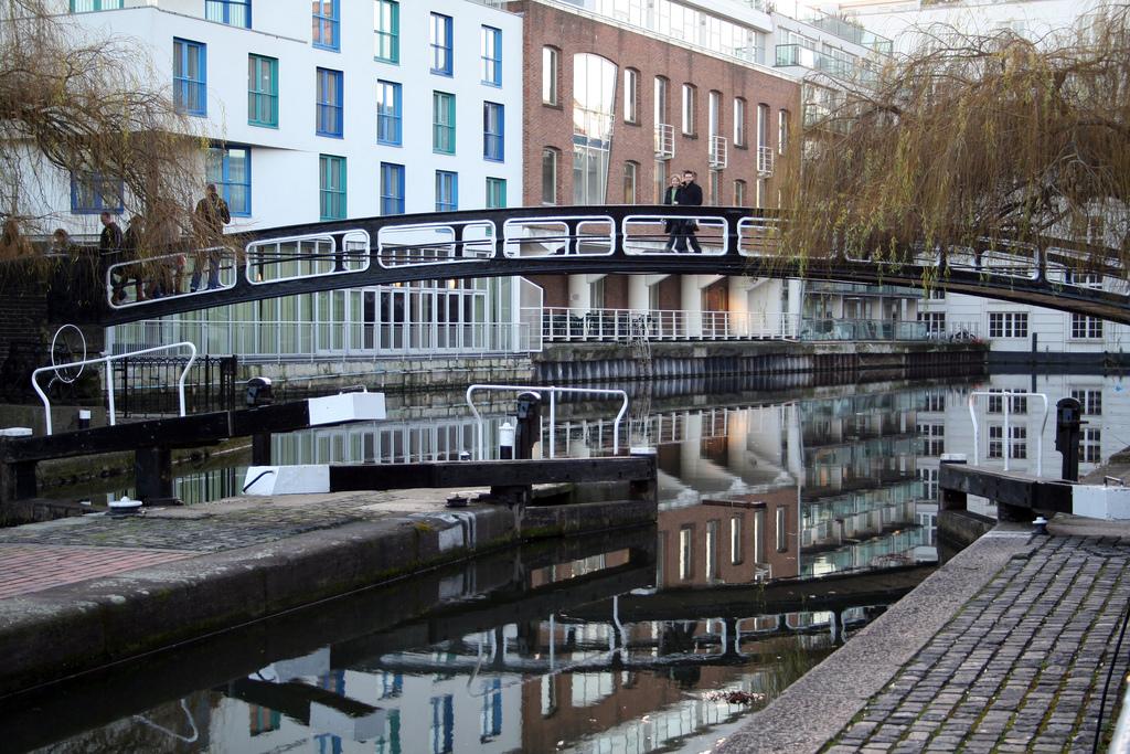 Il vero e proprio Camden Lock, cioè il passaggio Hampstead Road Lock 1. Camden Lock by Nic Walker, on Flickr