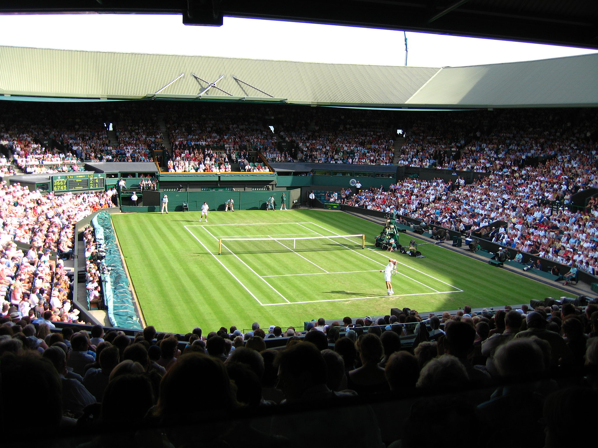 By Spiralz from England (5.46pm ~ Centre Court) [CC BY 2.0 (http://creativecommons.org/licenses/by/2.0)], via Wikimedia Commons