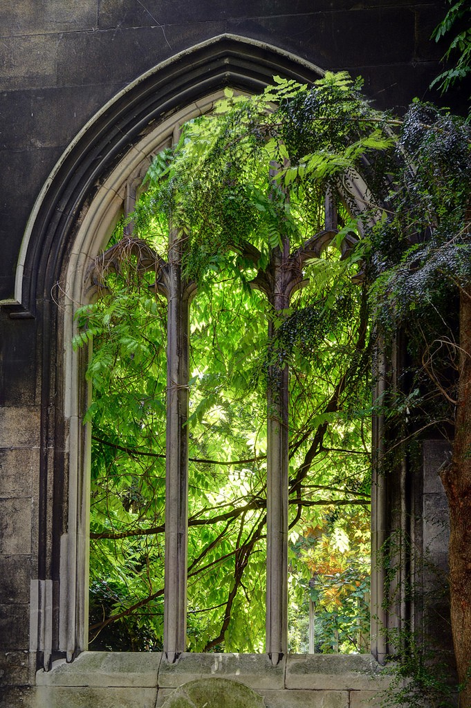 Tracery / St Dunstan-in-the-East by Images George Rex, on Flickr