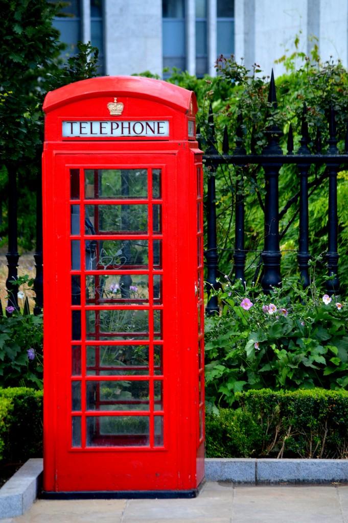 Cabine telefoniche di londra non aprite quella porta for Cabina telefonica inglese arredamento
