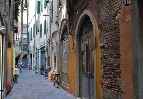 Chiasso Barletti: l'ultimo vicolo medievale di Lucca