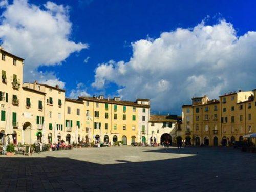 Piazza dell'Anfiteatro e le sue trasformazioni attraverso i secoli