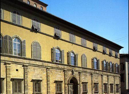 Palazzo Bernardini e la pietra del diavolo