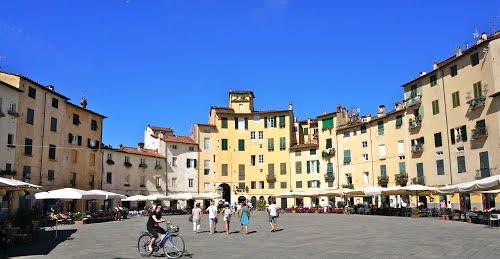 piazza anfiteatro lucca 1