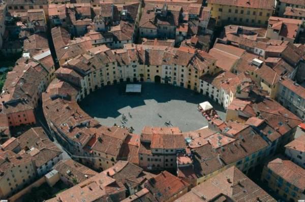 piazza anfiteatro vista aerea