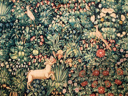 L'arazzo Millefiori di Pistoia, tra animali fantastici e fiori del paradiso