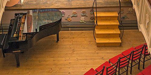 Lo storico teatrino di Vetriano, il più piccolo del mondo