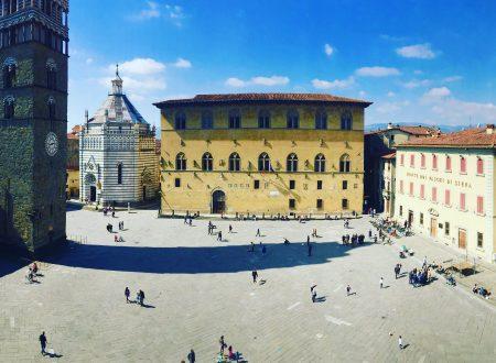 Breve panoramica di Piazza del Duomo a Pistoia