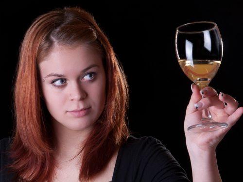 A.A.A. Cercasi assaggiatore di vino con contratto a tempo indeterminato: Il lavoro dei sogni.