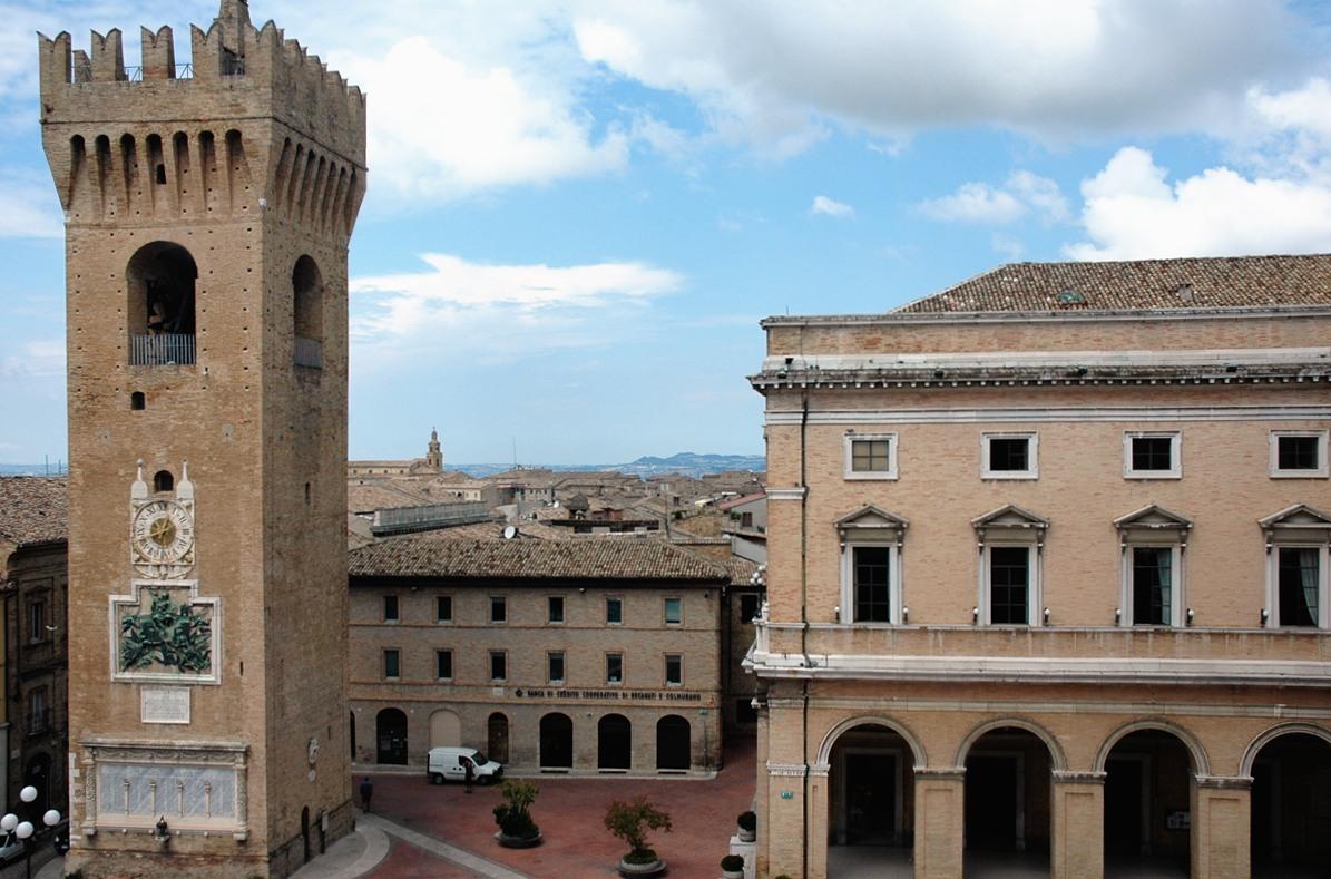 Recanati La piazza vista dal palazzo comunale 1200
