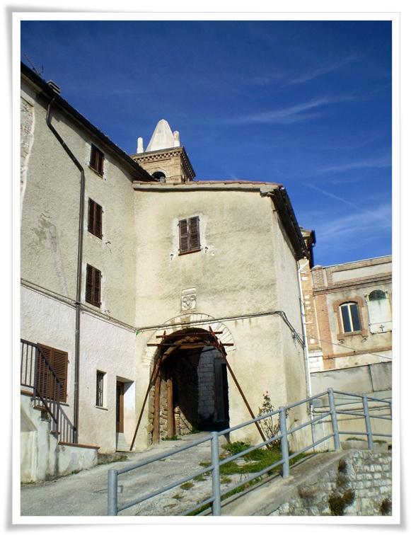 Le case che attendono nella terra dei galli senoni for Case del castello francese