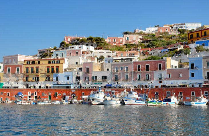 Come visitare Ponza: cosa vedere e come spendere poco sull'isola