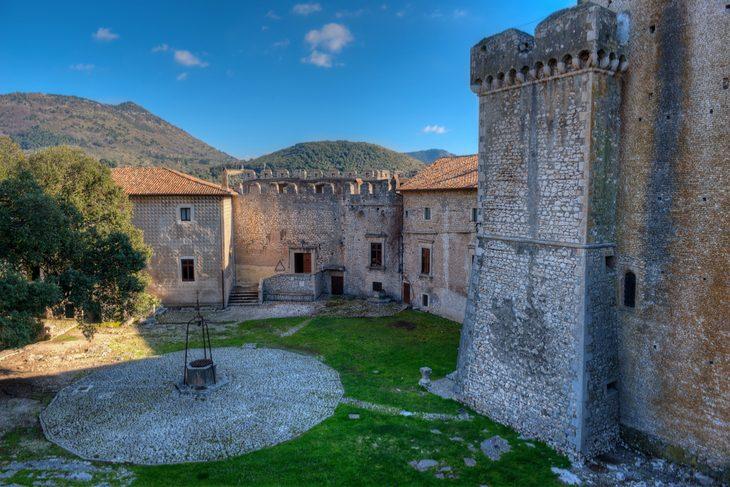 Il Castello di Sermoneta: come visitare, orari e prezzi