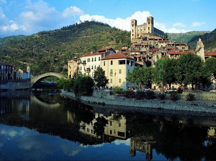 Liguria borghi antichi dolceacqua immortalata da monet for Borghi liguria ponente