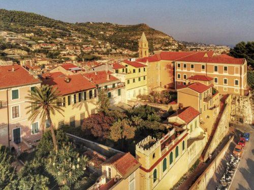 I giardini pensili del centro storico di Ventimiglia.