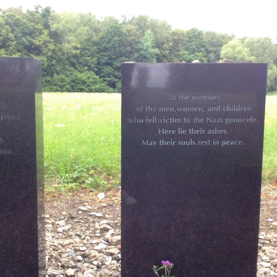 Auschwitz Birkenau lapide delle vittime dell'Olocausto