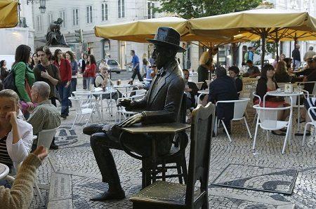 A braccetto con Fernando Pessoa: la sua Lisbona