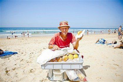 Cosa mangiano i portoghesi in spiaggia? La Bola de Berlim e le sue origini