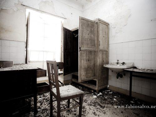 Una storia di palazzi abbandonati, writers vandalici e una galleria d'arte per creativi estroversi
