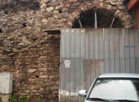 Le mura (abbandonate) di Galata