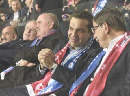 Tspiras a Istanbul e i fischi allo stadio
