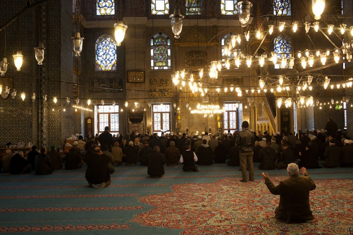 """The 16th century Yeni Camii (""""New Mosque"""") in central Istanbul district of Eminönü."""
