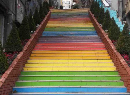 Le scale arcobaleno di Istanbul