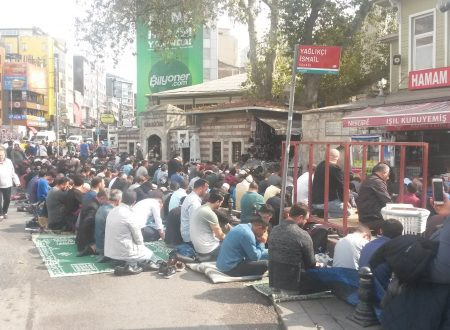 Pregare in strada a Istanbul, di venerdì