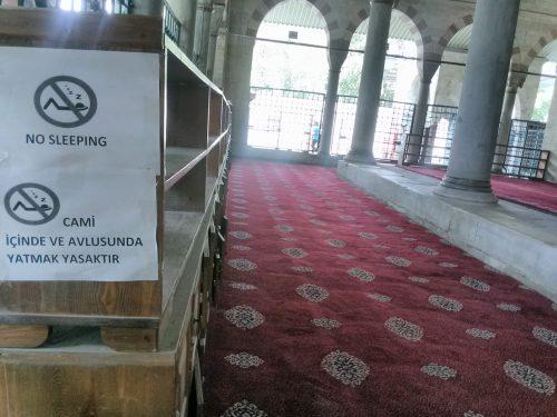 Dormire in moschea: si può o non si può?