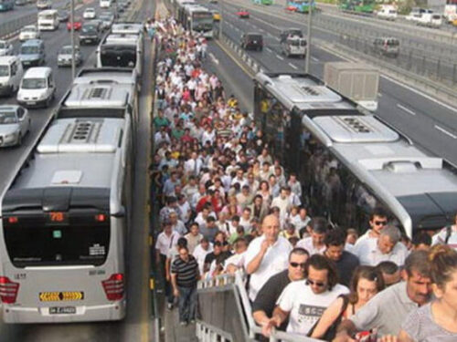 Guida ai trasporti di Istanbul, il Metrobüs