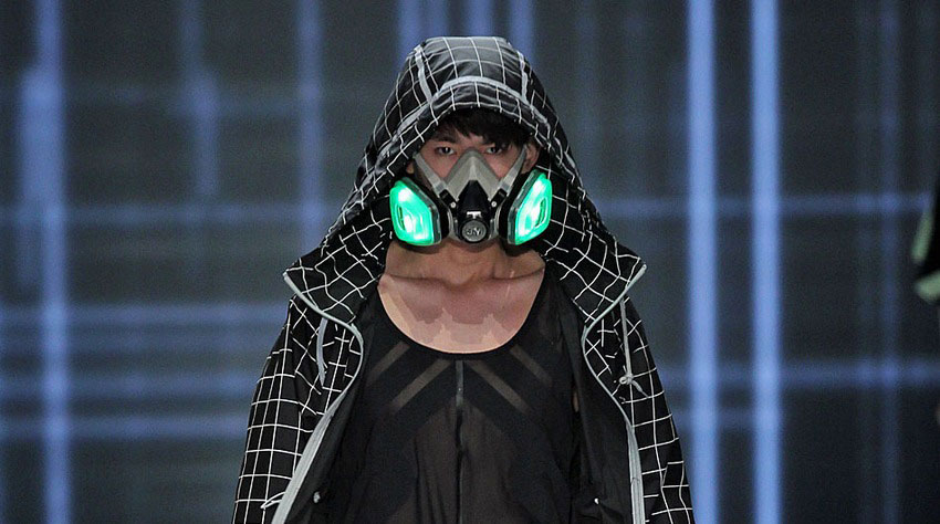 homme-masque-noir-vert-fluo